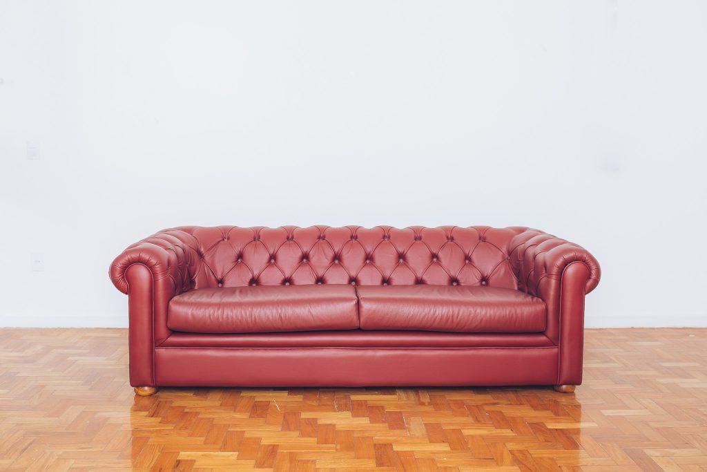 sofa_chesterfield_couro_original_de_epoca_-_vintage_2_pe_palito_vintage