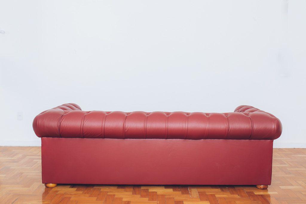 sofa_chesterfield_couro_original_de_epoca_-_vintage_3_pe_palito_vintage