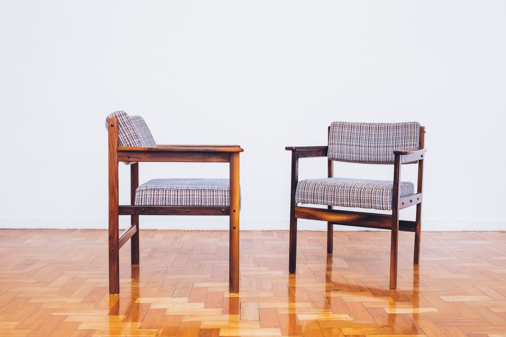 Cadeira Tião com Braços 2 - Sergio Rodrigues - Jacarandá - Pé Palito Vintage