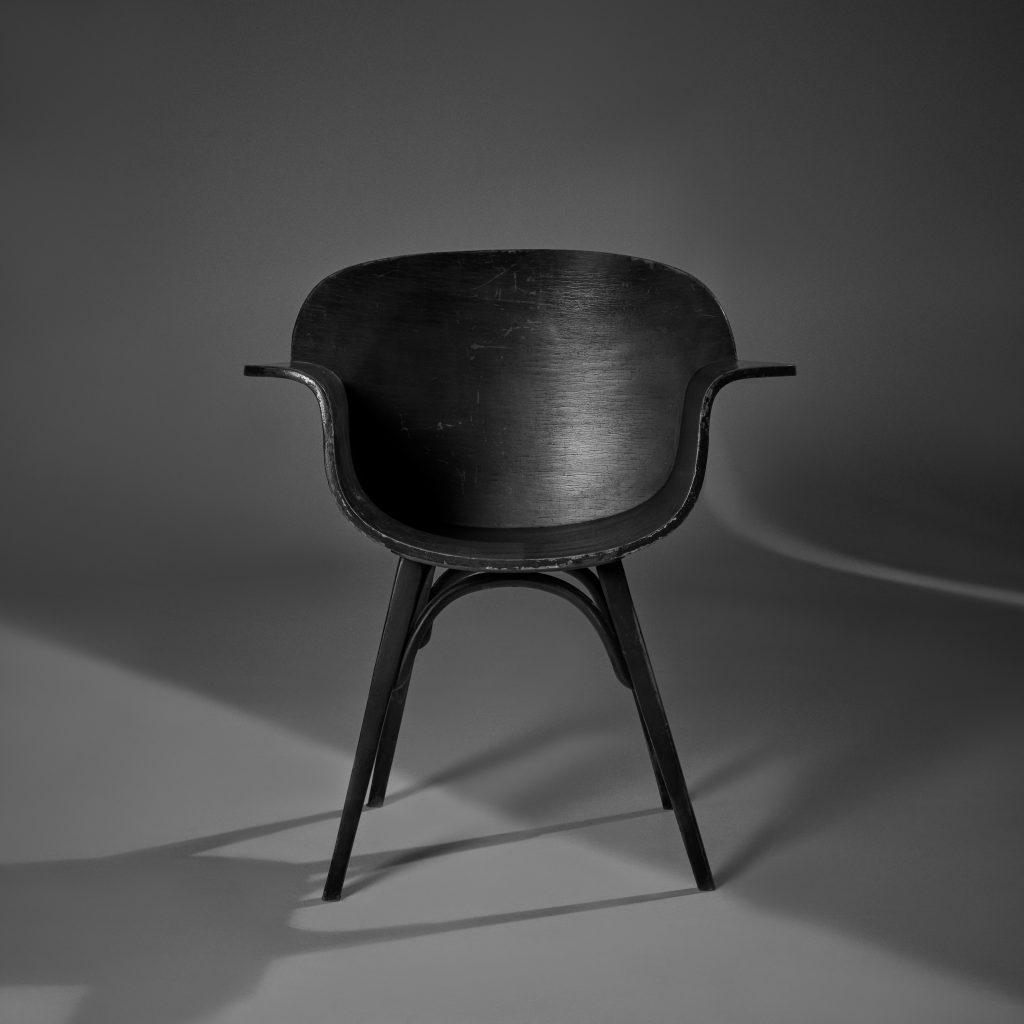Cadeira Gerdau – Imbuia Original de Época - 1 - Pé Palito Vintage - Photo Sérgio de Rezende