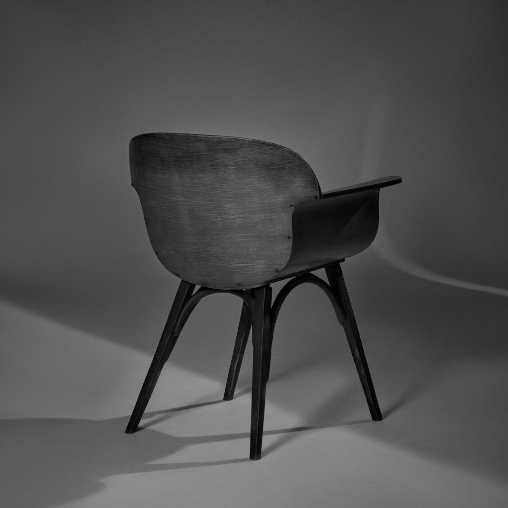 Cadeira Gerdau – Imbuia Original de Época - 2 - Pé Palito Vintage - Photo Sérgio de Rezende