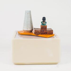 Mesa Lateral Fibra de Vidro Anos 70 - 1 - Pé Palito Vintage