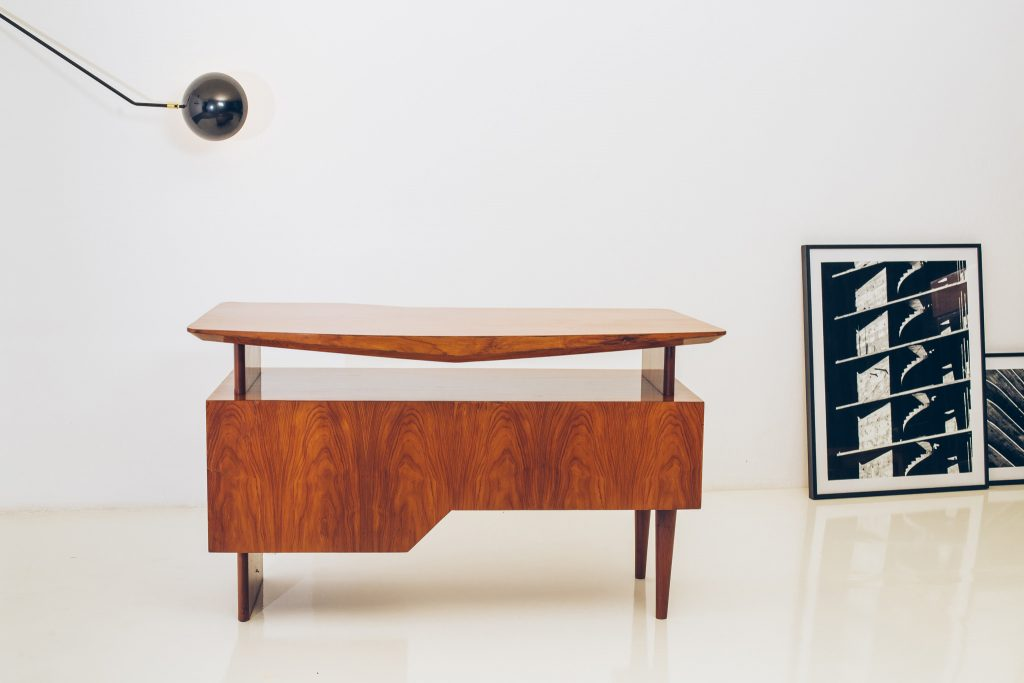 Escrivaninha Modernista Caviúna Atribuída a Giuseppe Scapinelli - Brazil Modern - 2 - Pé Palito Vintage