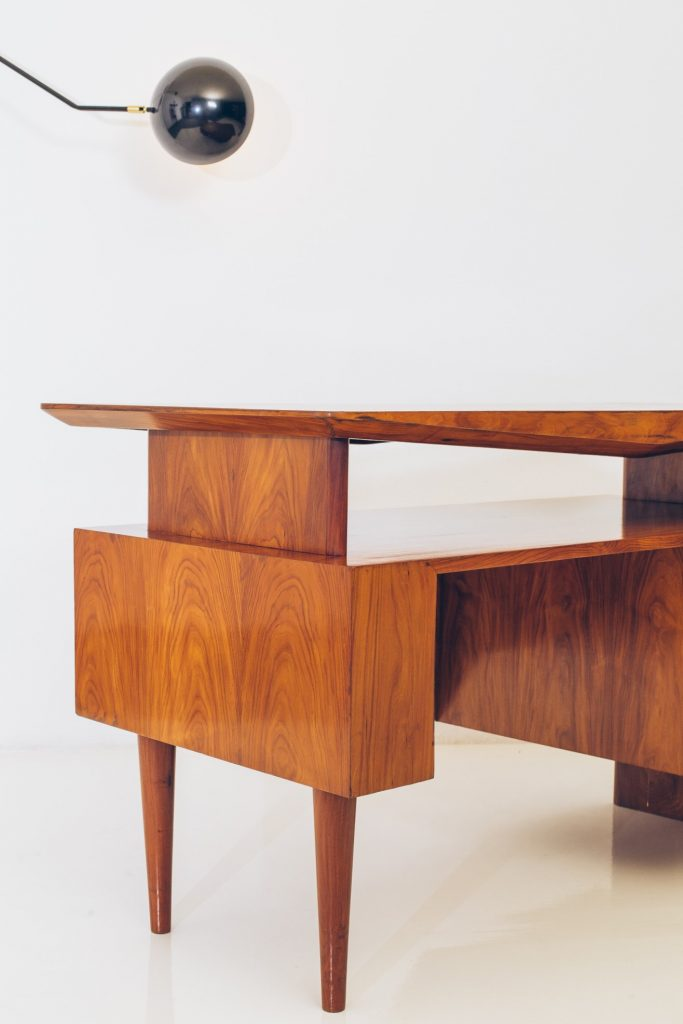 Escrivaninha Modernista Caviúna Atribuída a Giuseppe Scapinelli - Brazil Modern - 4 - Pé Palito Vintage