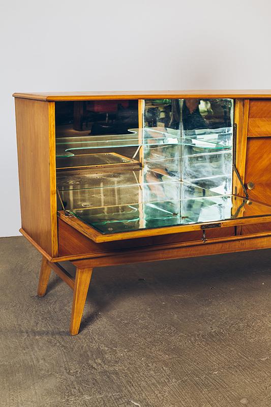 Buffet-Claro-Com-Bar---04---Pé-Palito-Vintage