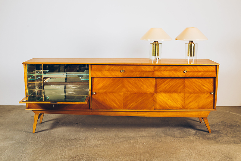 Buffet-Claro-com-Bar---02---Pé-Palito-Vintage