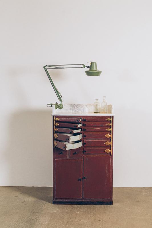 Armário-de-Dentista-Metal-4--Pé-Palito-Vintage