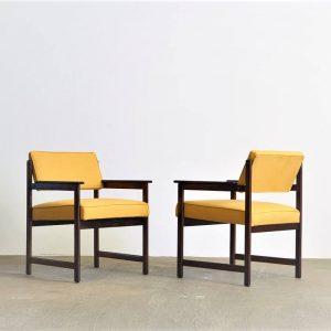 cadeira_com_braco_jacaranda_1_pe_palito_vintage