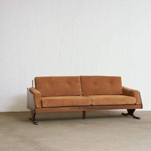 sofa_barbatana_1_pe_palito_vintage