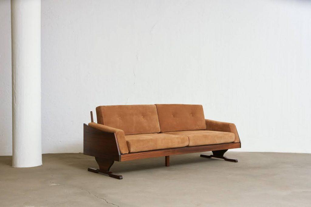 sofa_barbatana_2_pe_palito_vintage