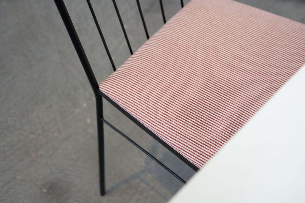 cadeira_metal_ripada_1_-_pe_palito_vintage